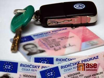 Evropský parlament schválil prodloužení platnosti řidičských průkazů