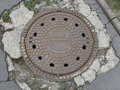 Stoletá kanalizace z města zmizí