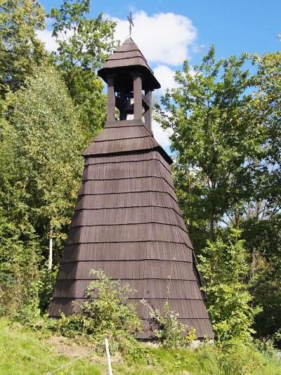 Dřevěnou zvonici v Dolní Sytové připravily války o oba zvony