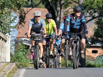 Další úsek cyklostezky podél Jizery si projeli hejtman i starostové