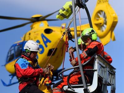 Horská služba se předvedla při cvičení a Helicopter show v Hradci