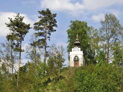 Na stavbu kaple Panny Marie v Hamru posloužily kameny z hradu Děvín