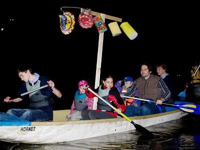 Skautská lampiónová plavba rozzáří Libereckou přehradu