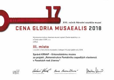 Pasecký Památník zapadlých vlastenců bronzový v Gloria musaealis