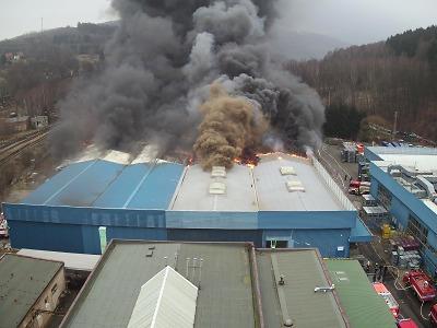 VIDEO: Požár haly v Chrastavě se řadí k největším v Libereckém kraji