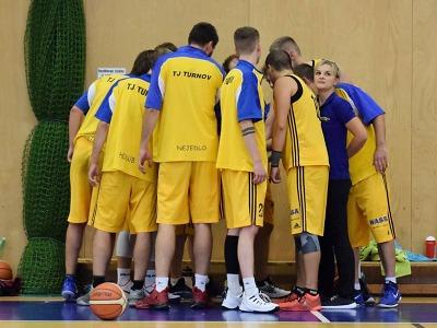 Turnovští basketbalisté vyhráli domácí zápas s Chrudimí o tři body