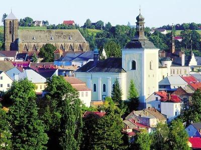 Na kostele sv. Mikuláše v Turnově opraví trhliny ve zdech i střechu