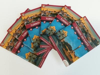 V turnovském infocentru dostanete novou brožurku i trhací mapu výletů