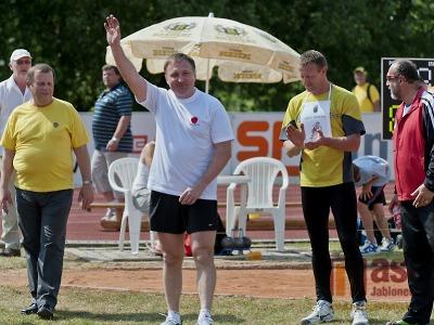 FOTO: Vrh koulí osobností vyhrál v Turnově starosta Smržovky