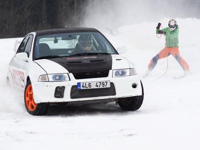 FOTO: V Bozkově pokračoval třetím dílem pohár v autoskijöringu