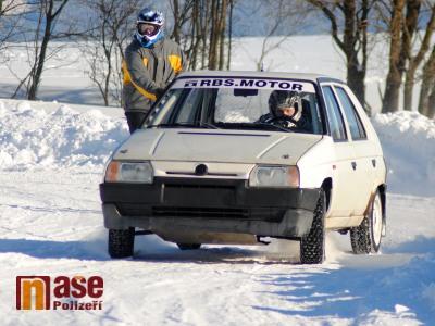 VIDEO: Sklenařický autoskijöring si pochvalovali jezdci i lyžaři