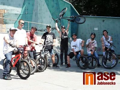 Obrazem: Exhibice Back on the Bike v Jablonci