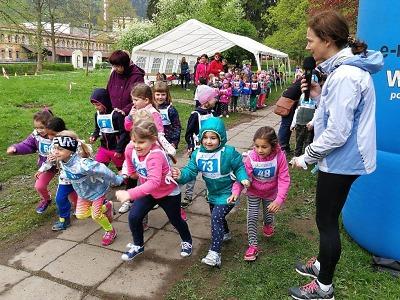 Orientačního běhu Panskou zahradou se účastnilo celkem 390 dětí