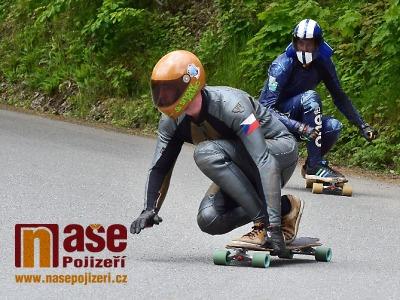 Obrazem: Závod v downhilll skateboardingu Benecko Freeride 2020