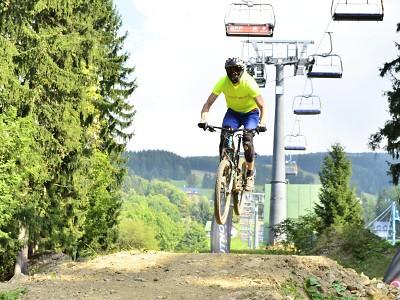 V bikeparku Rock-it-nice pojedou veřejný závod ve sjezdu horských kol