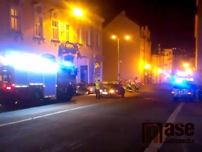Video: V jablonecké hasičské ulici byl autem sražen chodec