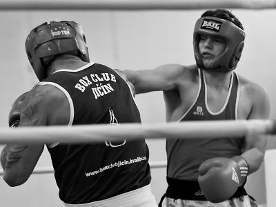 Divákům v turnovské hale se představili místní boxeři a jedna boxerka