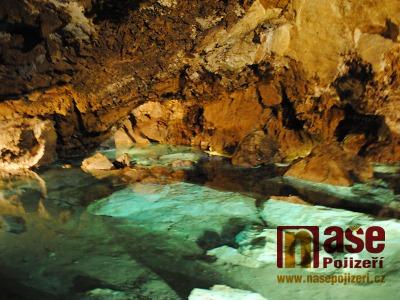 FOTO: V horkém létě turisté míří za chladem do Bozkovských jeskyní