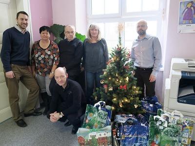 Zaměstnanci ČEZ pomohli s nadílkou klientům Jedličkova ústavu