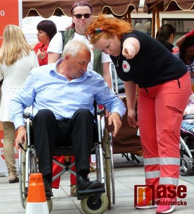 Na Dni zdravotně postižených se závodilo na invalidním vozíku