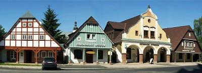 Dřevěné chalupy ve Vrchlabí představují expozice Krkonošského muzea
