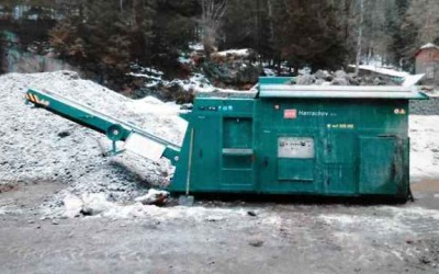 V Harrachově zmizela drtička kamení za 1,6 milionu a váze přes 6 tun