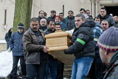 Od sousedů: V Tanvaldu pohřbili zastřeleného Roma, bez incidentu
