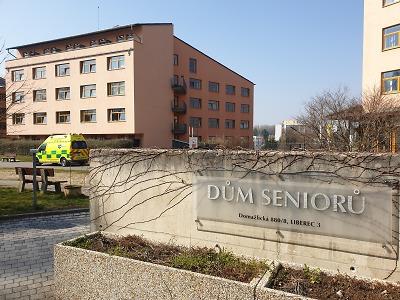 V krajských sociálních službách stále nemají dost ochranných pomůcek