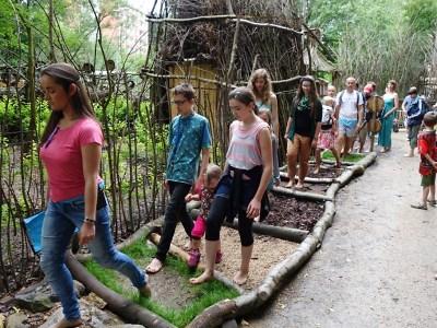 Na festivalu vEKOParku se bude chodit po střepech i žhavém uhlí