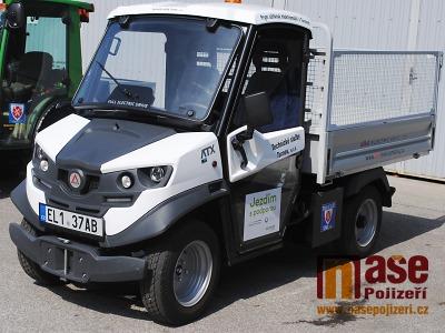 FOTO: Technické služby Turnov představily první užitkový elektromobil