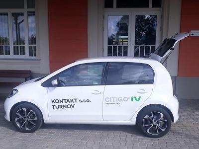 Jako dárek k 200. výročí turnovské knihovně zapůjčili elektromobil
