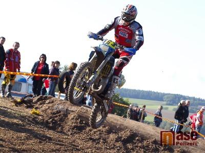 FOTO: Na enduru v Jilemnici všichni jezdci skákali do Krakonošova