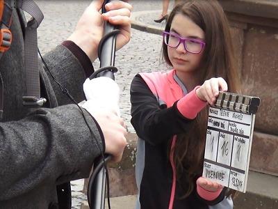 Studenti natočili film o Jilemnici, průvodci jsou Zindulka a Jakoubková