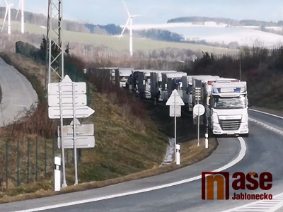 VIDEO: Poláci blokovali přechod v Hrádku proti kritice těžby v Turowu