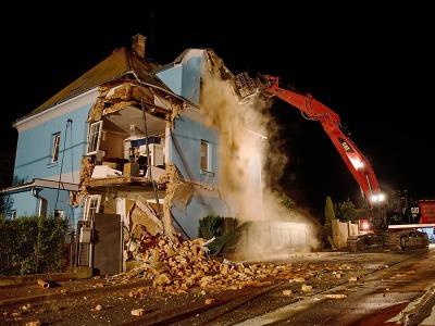 V Liberci došlo k destrukci rodinného domu, pět osob včas uteklo