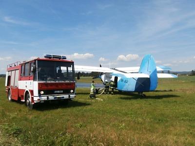 S likvidací požáru u Mírové pomáhal hasičům letoun