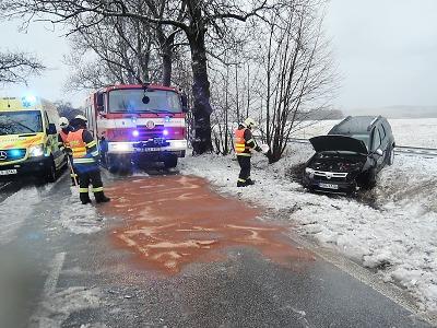 Sníh ochromil dopravu, k větším nehodám došlo v Tatobitech a Mírové