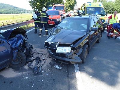 V Sedmihorkách se čelně srazila auta, jsou dva zranění