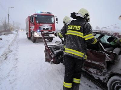 Počasí se neumoudřilo: Hasiči opět pomáhají u dopravních nehod