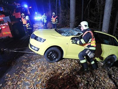 Hasiči o víkendu řešili 28 událostí, k větší nehodě došlo u Malé Skály
