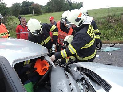 O víkendu pomáhali krajští hasiči u několika nehod