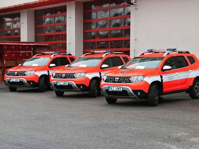Hasiči v Libereckém kraji převzali celkem pět aut a speciální kontejner