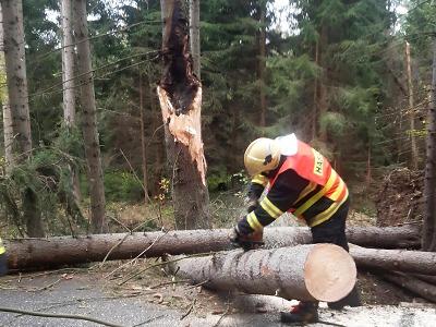 Silný vítr lámal hlavně stromy, na mnoha místech nešla elektřina