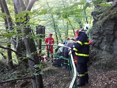 Dítě i s otcem spadlo z Böhmovy vyhlídky na Riegrově stezce