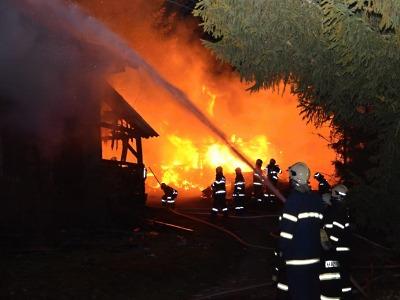 Hořela chalupa v Nové Vsi, škoda je milion korun