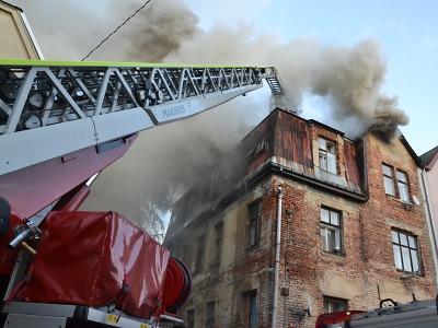 Hasiči zasahovali v Liberci při požáru půdy vícepodlažního domu