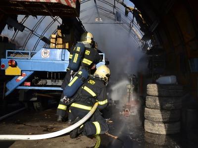 Silvestr byl perný pro krajské hasiče i záchranáře
