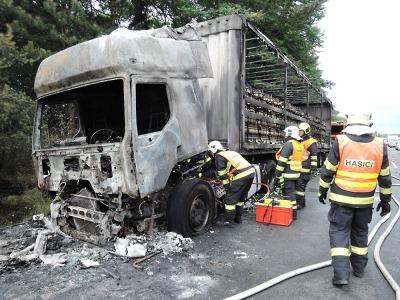 Pivo přišlo nazmar. Plný kamion v Příšovicích pohltily plameny