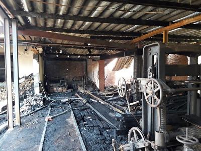 V noci na neděli došlo k požáru katru ve Studenci