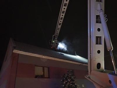 Hasiči v zimě řeší mnohem více požáry sazí v komíně